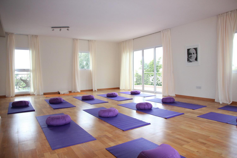 清新户外自然瑜伽馆室内装修效果图