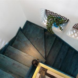 木质地板楼梯