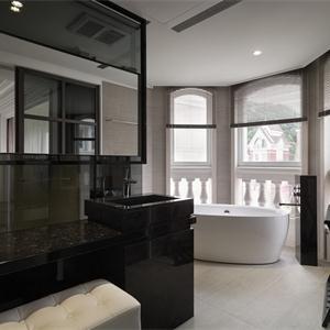 黑白经典搭配的高端卫生间设计