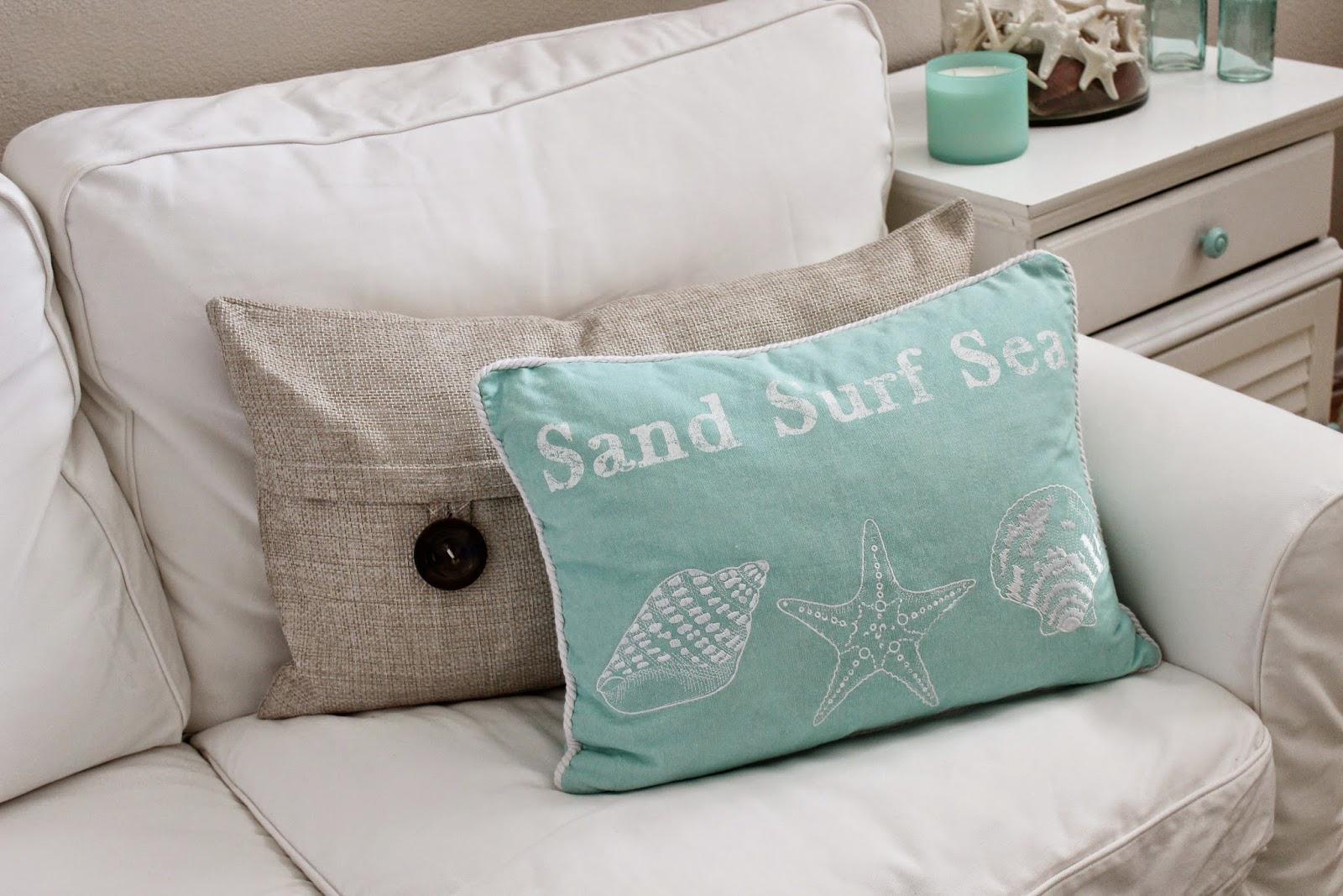 客厅沙发蓝色抱枕