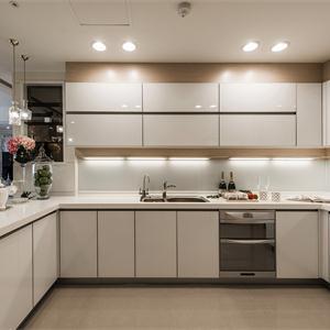 淺色白色廚房櫥柜裝修