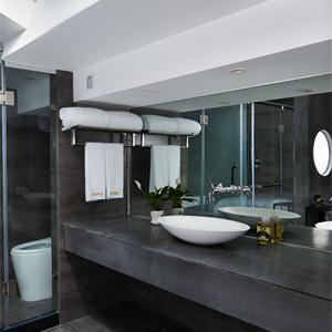 欧美风格三居卫生间装修效果图