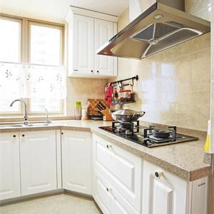 125平美式厨房橱柜装修效果图