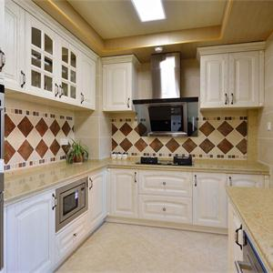 140平美式风格三居厨房橱柜装修效果图