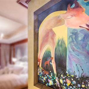 新古典风格三居卧室壁画装修效果图