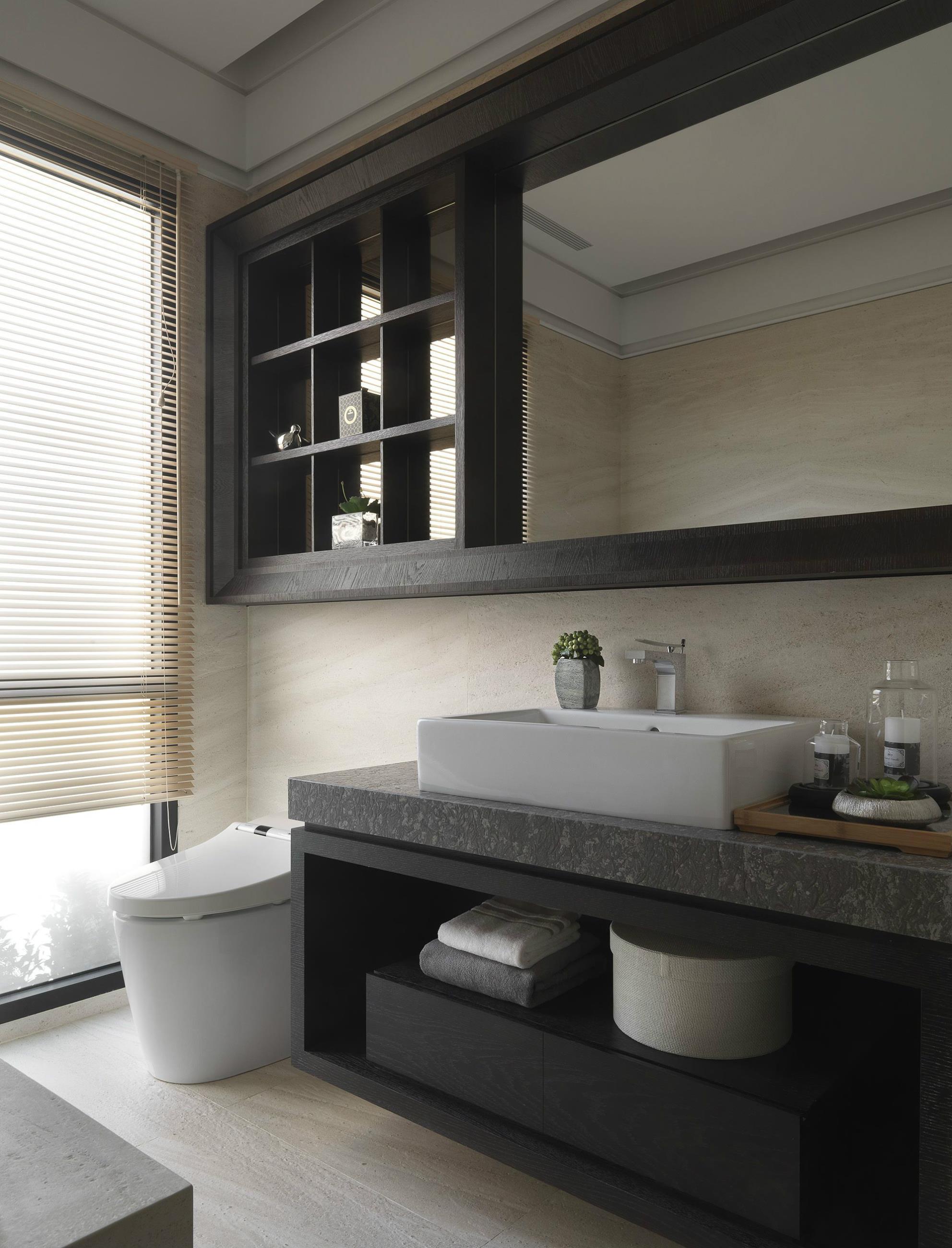 100平现代风格卫生间装修效果图